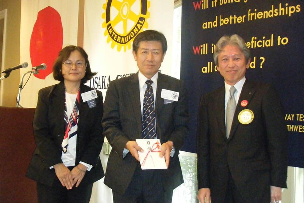大阪市立児童へ情緒障害児治療用テレビとパソコンを寄贈
